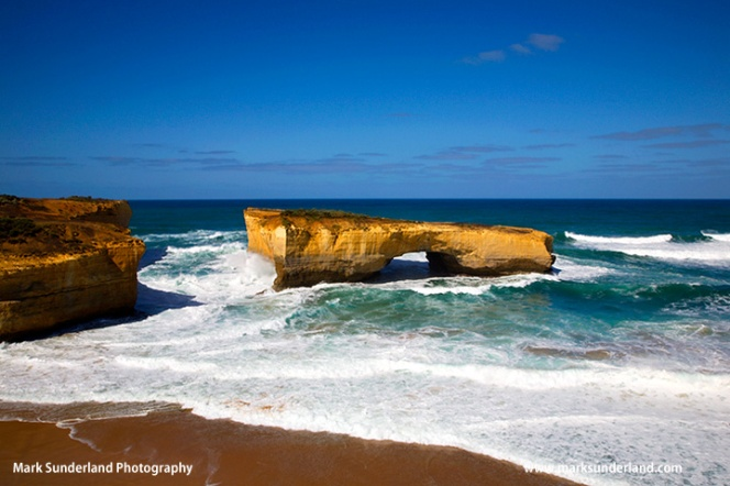 London Bridge rock formation on the Great Ocean Road