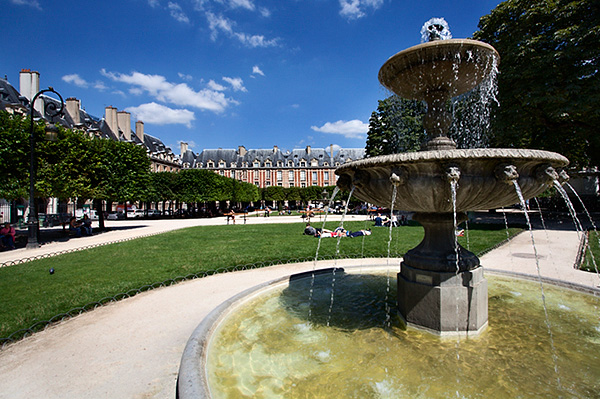 Fountain in Place des Vosges
