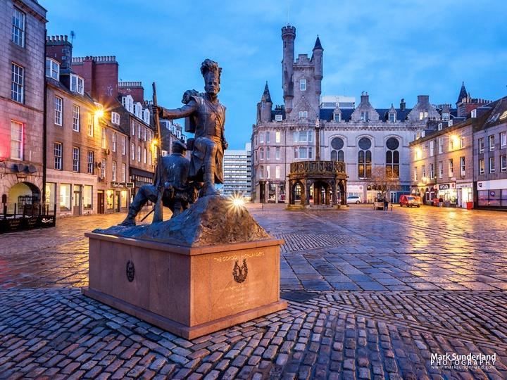 Gordon Highlanders Statue Aberdeen